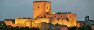 Vista nocturna del Castillo de Portillo