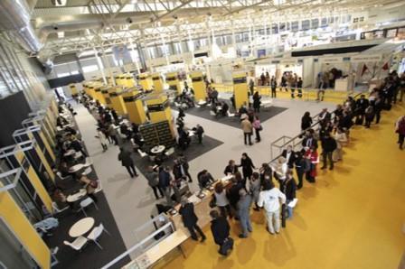 Interior de la Feria INTUR